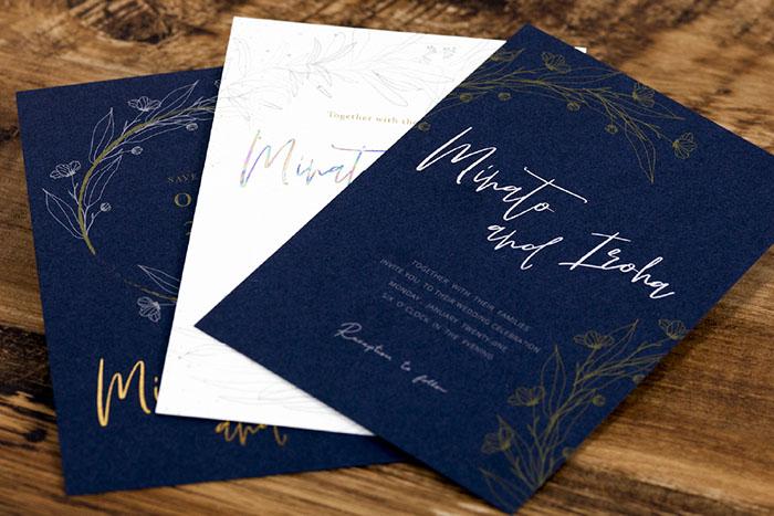 特色インクで濃色の用紙も美しく印刷